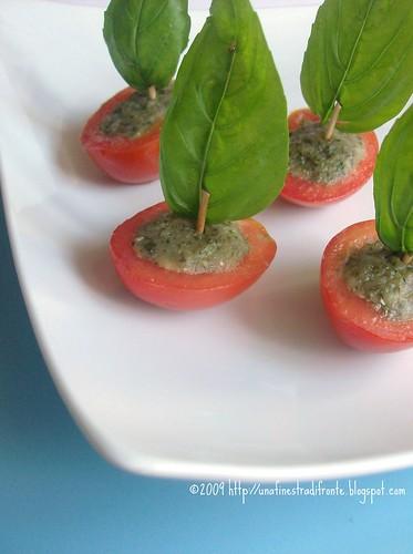 Barchette di pomodorini al pesto