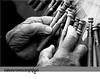 Manos (azuaravaconmigo) Tags: fiesta gente fiestas manos zaragoza mano anciana conciertos acordeon aragón bolillos arrugas pilares actuaciones fzfave azuaravaconmigo retofz091215