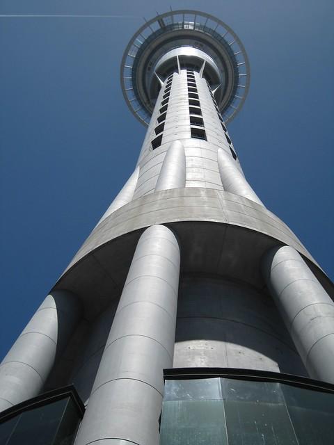 Sky Tower vue du bas, Auckland