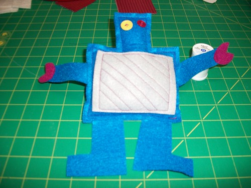 Felt Robot toy by Dyline.