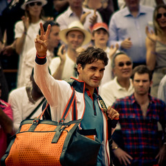 42.Roger Federer @ Roland Garros 2009 (Doudou) Tags: portrait paris france men court bag square happy dof close zoom atp sunny victory tommy tennis roland winner end terre players roger simple haas philippe federer victoire garros professionnelle battue messieurs internationaux chatrier