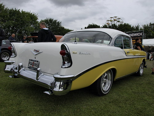 DDM2009-yellow-white-Chevrolet-56-BelAir-coupe.