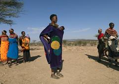 Samburu women with their baby - Kenya (Eric Lafforgue) Tags: africa people kenya culture tribal tribes afrika tradition tribe ethnic samburu tribo afrique ethnology tribu eastafrica 1726 qunia lafforgue ethnie ethny  qunia    kea    a