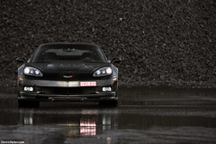 Z06. (Denniske) Tags: black reflection chevrolet wet schilder car rain canon reflections de eos is noir photoshoot belgium belgique muscle 05 belgi july chevy rainy american 09 l antwerp mm dennis corvette 5th zwart 70200 2009 nero f28 supercar ef schwarz v8 antwerpen 07 anvers c6 z06 fotoshoot noten lseries llens zo6 blackonblack 40d denniske dennisnotencom wwwdennisnotencom zosick