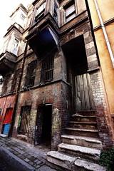the buildings speak for themselves (nilgun erzik) Tags: türkiye istanbul mimari binalar yağmursonrası fenerbalat fotografkıraathanesi köhne fotografca biyerlerde eylul2009 sehirdezaman