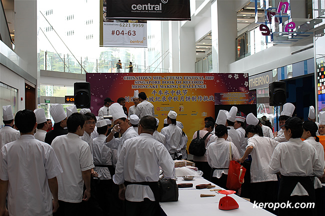 So many chefs making mooncakes