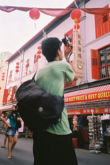 #SGTweetUp #ShootUrTweeple (GenkiGenki) Tags: camera people film singapore chinatown fuji meetup superia 28mm walkabout photowalk fujifilm gr ricoh gr1v superia200 takephoto twitter lennel tweetup tweeple sgtweetup shooturtweeple