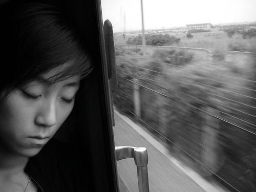 从西安到宝鸡的火车上遇到一个女孩
