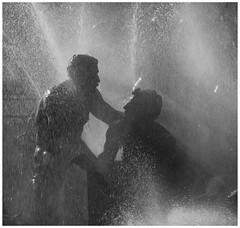 tendresse (temps de pause) Tags: men canon bordeaux statues fontaine tenderness argentique blackdiamond diapositive placedesquinconces tempsdepause blackwhitediamondawards