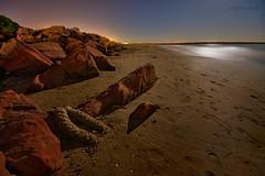 20091104_MG_5824-Ataduras. (vipuchol) Tags: paisajes playa luna arena nocturna piedras vipuchol