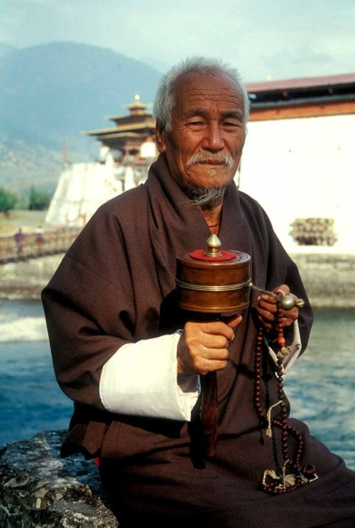Bhutan-Buddhist-prayer-wheel-portrait-babasteve