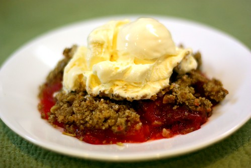 Apple Cherry Crumble ala mode