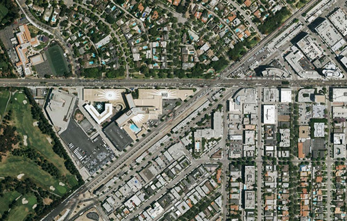 An overhead of Santa Monica and Wilshire Boulevards, where the museum might end up.