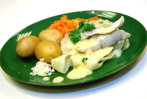Pepparrotsfisk med potatis, kål och riven morrot.1