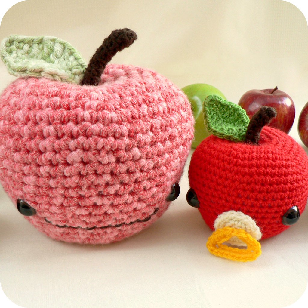 Free Pattern Crochet Flower Fridgies Salihan Crafts Blog It With Flowers S Found A Few Patterns Johnny Apple Little Mac