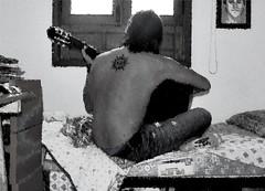Acordes (Mariano Rupérez) Tags: boy people music ventana gente guitar yo guitarra soledad chico cama melancolía tatuaje acordes