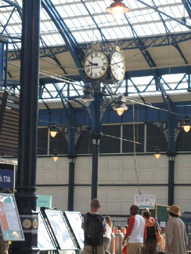 Station - Brighton, clock on the concourse