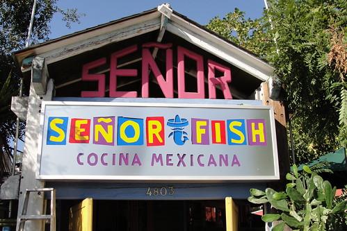 señor fish signage