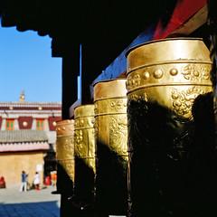 (((((JP))))) Tags: 120 6x6 tlr rolleiflex zeiss kodak tibet e100vs planar 西藏 80mm 喇嘛 正片 28e 塔爾寺 中判 轉經輪 麗來 tibetselect