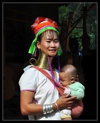Femme girafle (david boudjenah) Tags: family people woman baby colors beautiful beauty thailand guitar thalande geo nationalgeographic primitive tribu