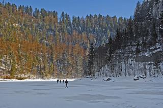 Walking on the river , Promenons nous sur la rivière...No. 6753.