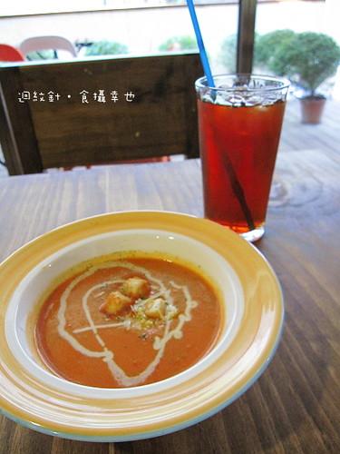 瑪莉珍比薩蕃茄湯與紅茶