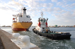 HEAVING OFF TO ANOTHER QUAY (LeHavreShipsKarl) Tags: france port google view photos ships vessel tugs tanker lehavre remorqueurs 14072009   tug