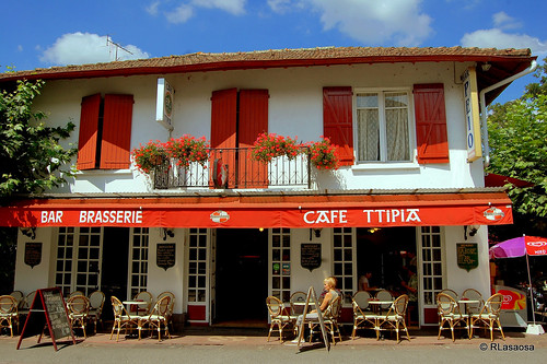"""Café """"Ttipia"""", San Juan de Pie de Puerto, Francia by Rufino Lasaosa"""