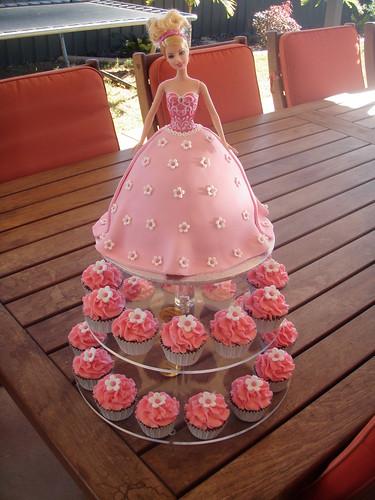 Mossy's Masterpiece - Barbie cake & cupcakes
