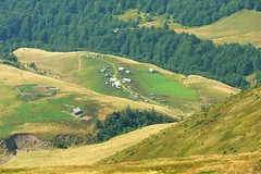 Sheep-folds (MyBukit) Tags: mountains sheep ukraina ukrajina hory sheepfold karpaty carpathy polonina zakarpattia svidovec salae zakarpat