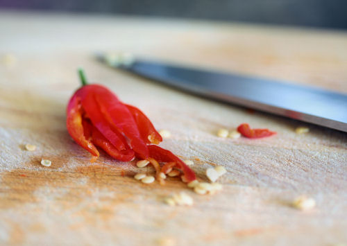 slicing a chilli 5279 R