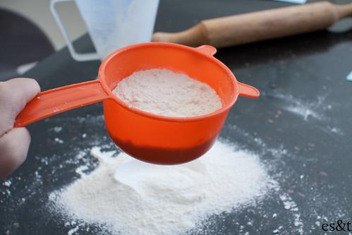 Sifting the cake flour and plain flour