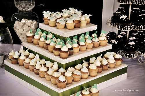 Royce+Fiona Engagement Cupcakes