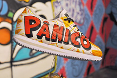 Tnis do Pnico. (POP) Tags: graffiti shoes daruma panico custon senac pnico informao marimoon pop mamonas popoh senacmodaeinformao custonshoes customizaodetnis customizaaodetenis programapanico