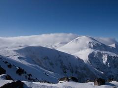 黒岳山頂から旭岳方向を眺める