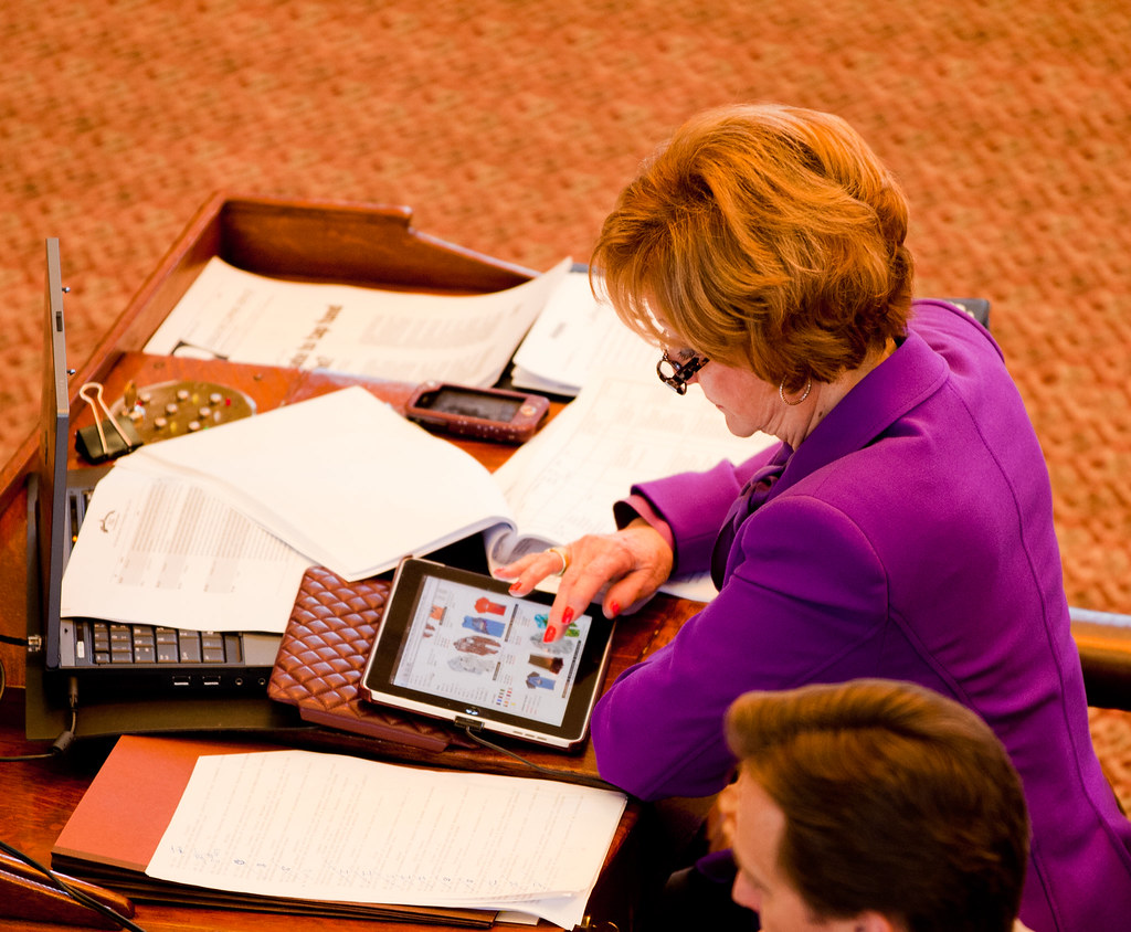 Geanie Morrison Online Shopping During House Of Representative Meeting