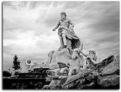 Preparados... (AlbaMD Photography) Tags: parque roma blanco caballo agua italia negro fuente cielo nubes tormenta estatua ola dioses torrejóndeardoz parqueeuropa