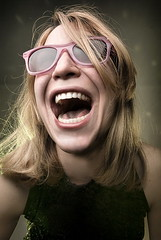 (Csheemoney) Tags: pink girl smiling teeth blond wayfarer shouting nostrobistinfo removedfromstrobistpool screamoing seerule2