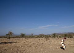 Samburu woman laughing in the bush - Kenya (Eric Lafforgue) Tags: africa people kenya african culture tribal tribes afrika tradition tribe ethnic kenia tribo afrique ethnology tribu eastafrica rift 1744 qunia lafforgue ethnie  qunia    kea   africa east  a