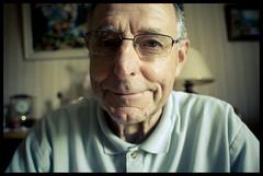 Papi il aime pas se faire prendre en photo (Morgane Launay) Tags: old man smile photo video grandpa 20 maison sourire pique lunette papi trappes سكس صورسكس