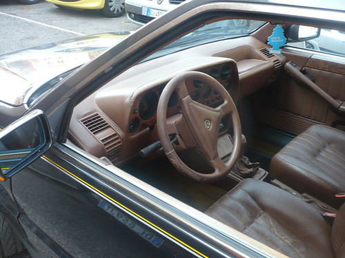 Lancia Thema 832. Lancia Thema Ferrari 8.32 :
