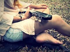 Melodia interior. (Martina Manuel) Tags: luz ana no guitarra ella arena melody canta milos  almendra spinetta duerme melodia querer tener momentitos