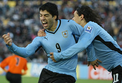 Uruguay 3 - Colombia 1 (Sebastin2007) Tags: uruguay football goal colombia soccer celebration montevideo ftbol gol eliminatorias festejo estadiocentenario canon70200mmf28lis canonmarkiii luissurez edinsoncavani mundialsudfrica2010