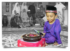 Happy Birthday Daniell (AnNamir c[_]) Tags: kitlens malaysia happybirthday 209 along daniell hariraya mdr selectivecolor 500d 5years rifae 580exii keledek 20september selamatharijadi annamir daniellrifae selamatharilahir familygetty2010 prayformh370b