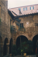Cloister [Siena - 23 April 1996] (Doc. Ing.) Tags: city italy architecture 1996 tuscany siena