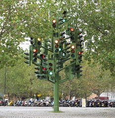 Traffic light tree (Helen Duffett) Tags: trafficlights london westferry trafficlighttree pierrevivant