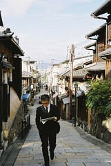 Kyoto, Nov. 12th (Michio Endo) Tags: leica kyoto geisha   gion m7  centuria400 csonnart50mmf15