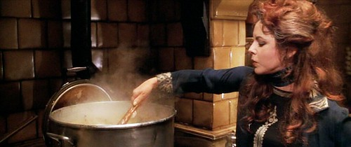 practicalmagic_kitchen_cauldron
