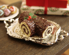 Christmas in Miniature - Buche de Noel (PetitPlat - Stephanie Kilgast) Tags: christmas food doll cookie gingerbread noel polymerclay fimo minifood dollhouse dollshouse miniaturefood weihnachtem petitplat stephaniekilgast