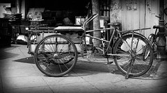 Ciclo tuktuk (jambros76) Tags: tricycle bicycle bicicleta backpackers traveller travel blancoynegro buen blackandwhite bnw bmw canon400d canonistas canon georgetown peenang malaysia